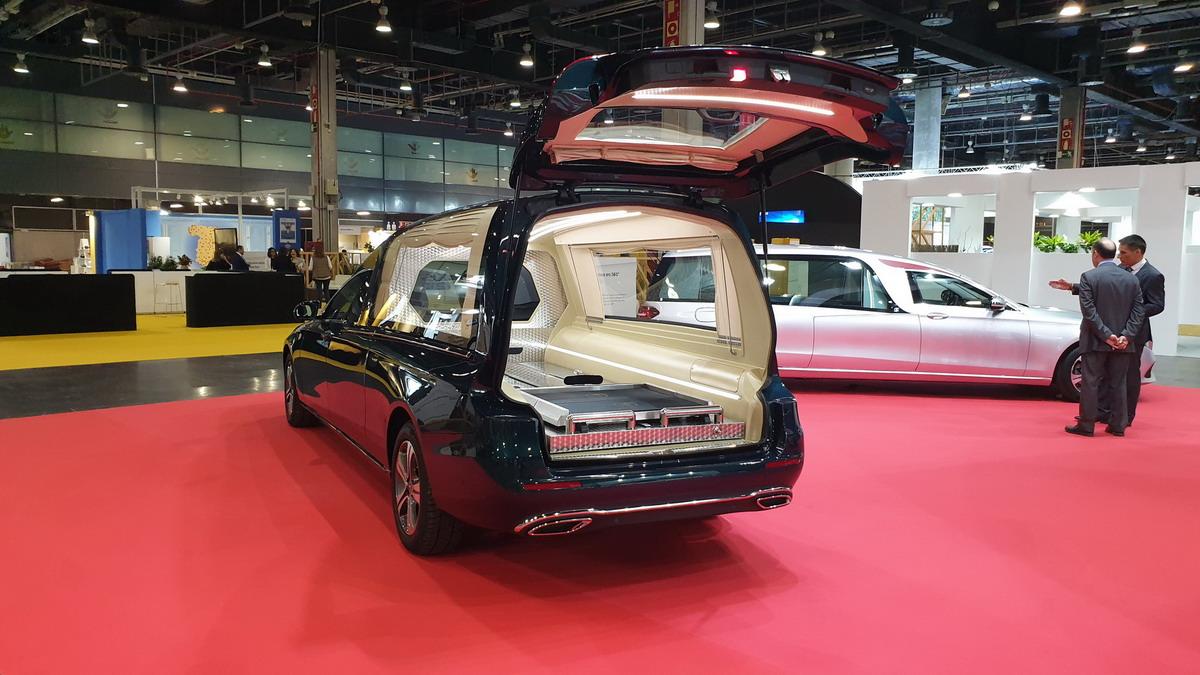 coche funebre dueexis indusauto funermostra 2019